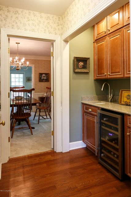 Additional photo for property listing at 8620 Blackpool Drive  Louisville, Kentucky 40222 United States