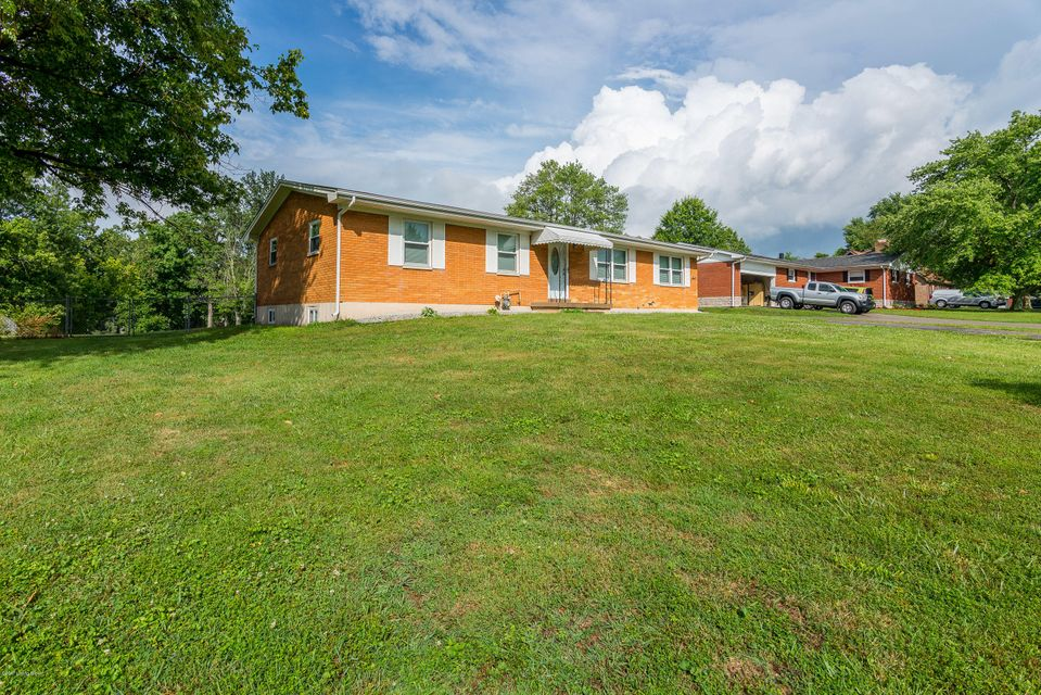 Additional photo for property listing at 8308 Cathedral Drive  Sellersburg, Indiana 47172 United States