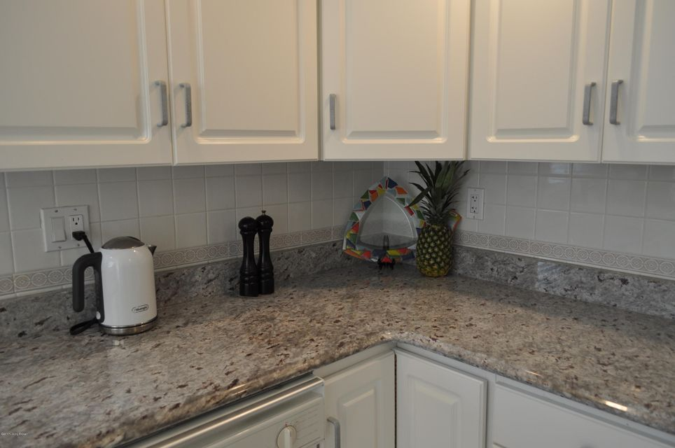 Additional photo for property listing at 3002 S Melrose Drive  Louisville, Kentucky 40299 United States