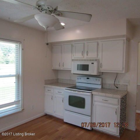 Additional photo for property listing at 9214 Watterson Trail  Louisville, Kentucky 40299 United States