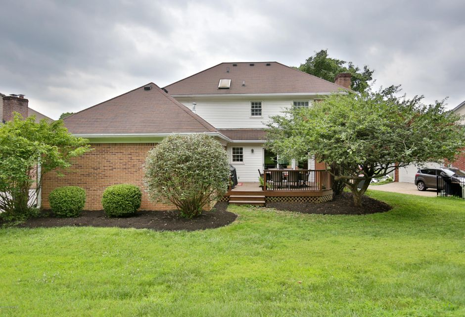 Additional photo for property listing at 1021 Windsong Way 1021 Windsong Way Louisville, Kentucky 40207 United States