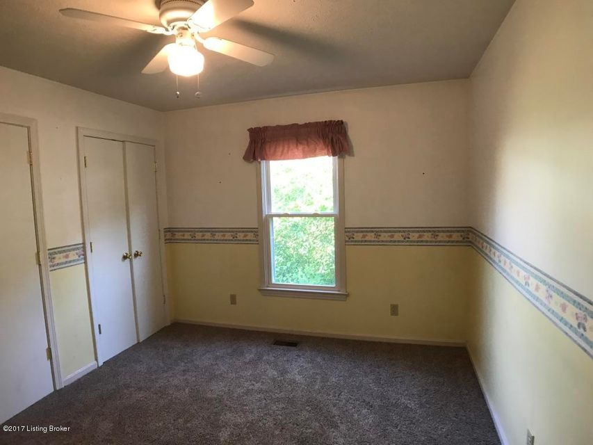 Additional photo for property listing at 10723 Hickory Cove Court  Louisville, Kentucky 40241 United States