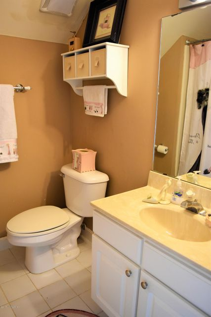 Additional photo for property listing at 523 Breckenridge Lane  Louisville, Kentucky 40207 United States