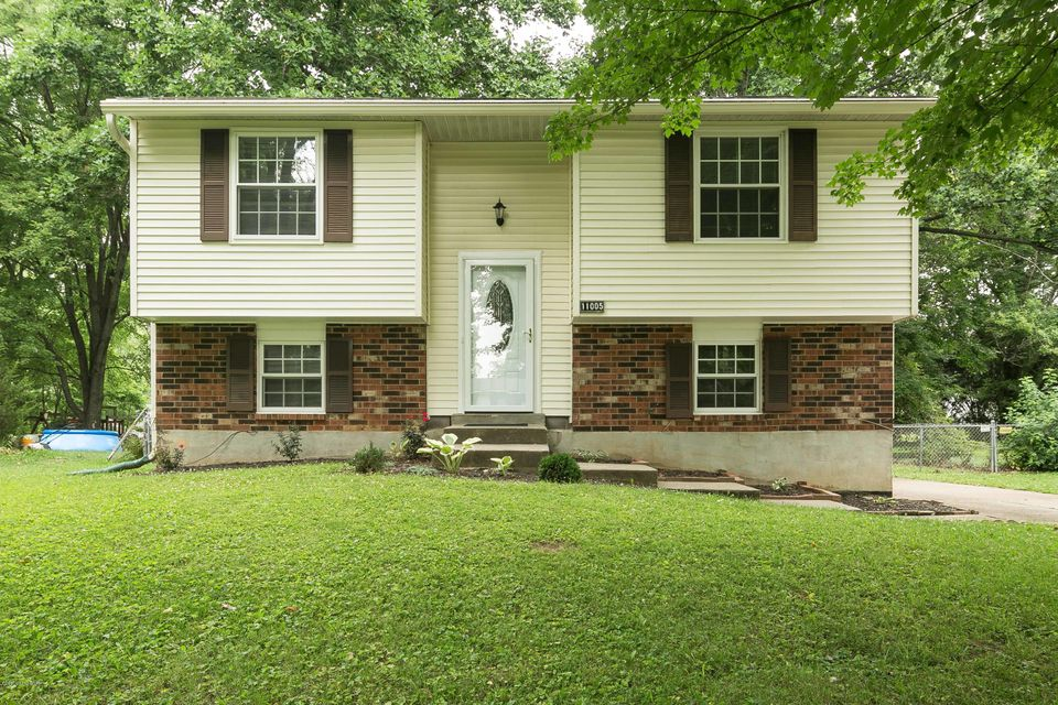 Single Family Home for Sale at 11005 Lunenburg Court Louisville, Kentucky 40245 United States