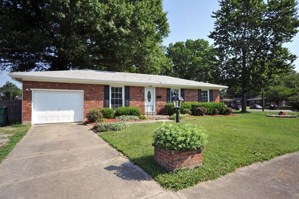 Single Family Home for Sale at 3621 Tarragon Road Louisville, Kentucky 40219 United States