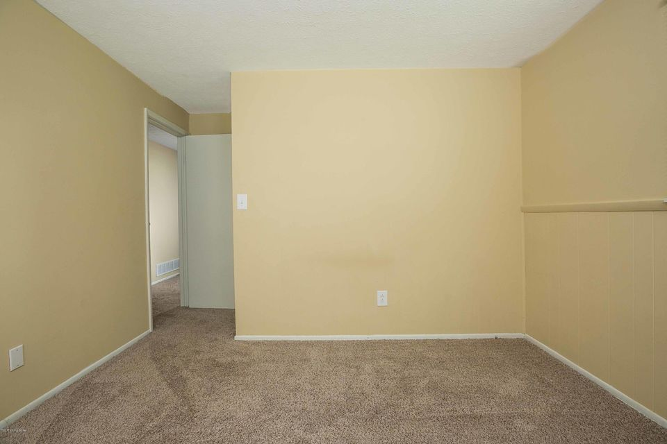Additional photo for property listing at 11005 Lunenburg Court  Louisville, Kentucky 40245 United States