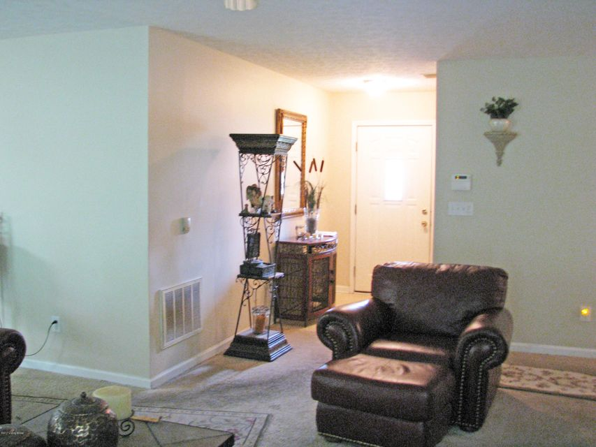 Additional photo for property listing at 5016 Lea Ann Way  Louisville, Kentucky 40219 United States