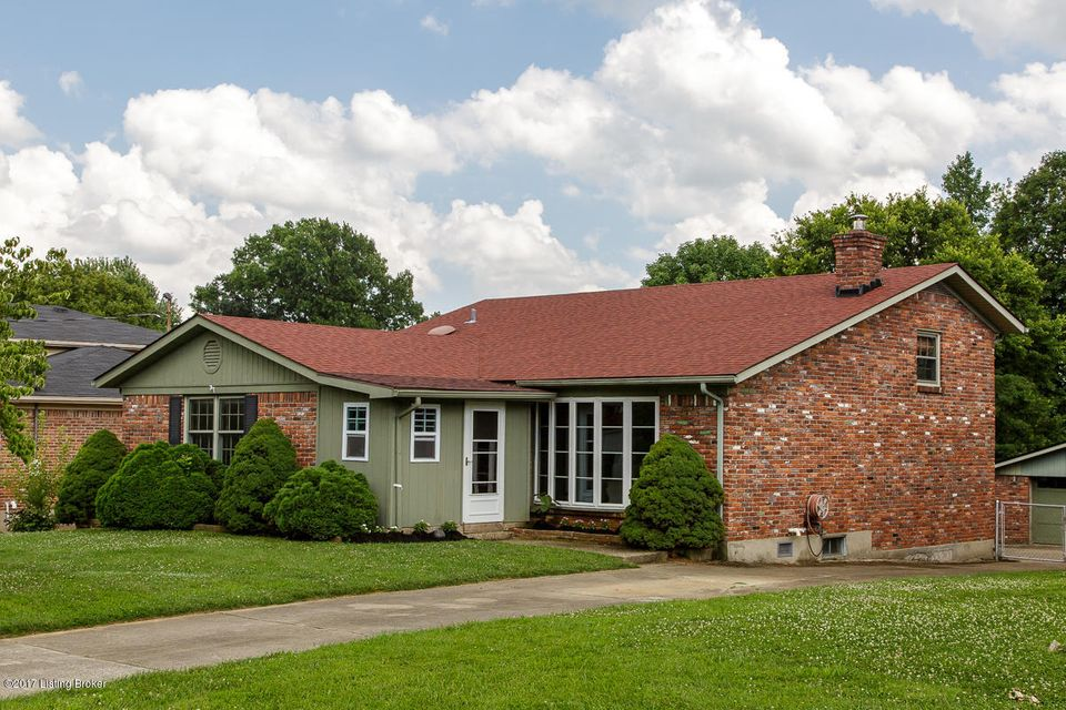 Additional photo for property listing at 10706 Blackwood Road  Jeffersontown, Kentucky 40299 United States