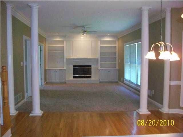 Additional photo for property listing at 14400 Forest Glenn Court  Louisville, Kentucky 40245 United States