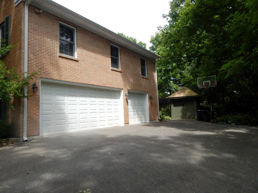 Additional photo for property listing at 1405 Walnut Lane  Anchorage, Kentucky 40223 United States
