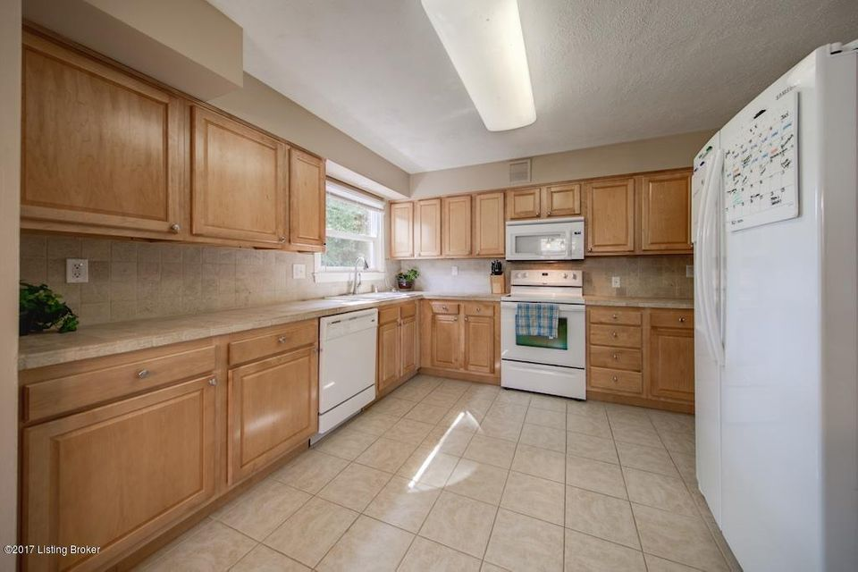 Additional photo for property listing at 901 Exmoor Avenue  Louisville, Kentucky 40223 United States