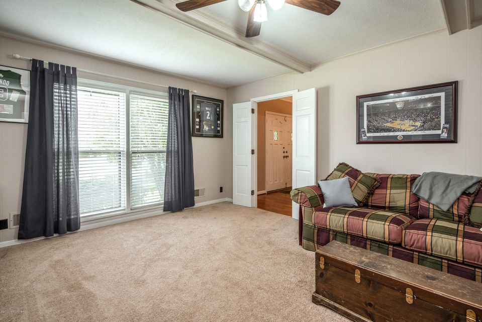Additional photo for property listing at 8804 Nottingham Pkwy  Louisville, Kentucky 40222 United States