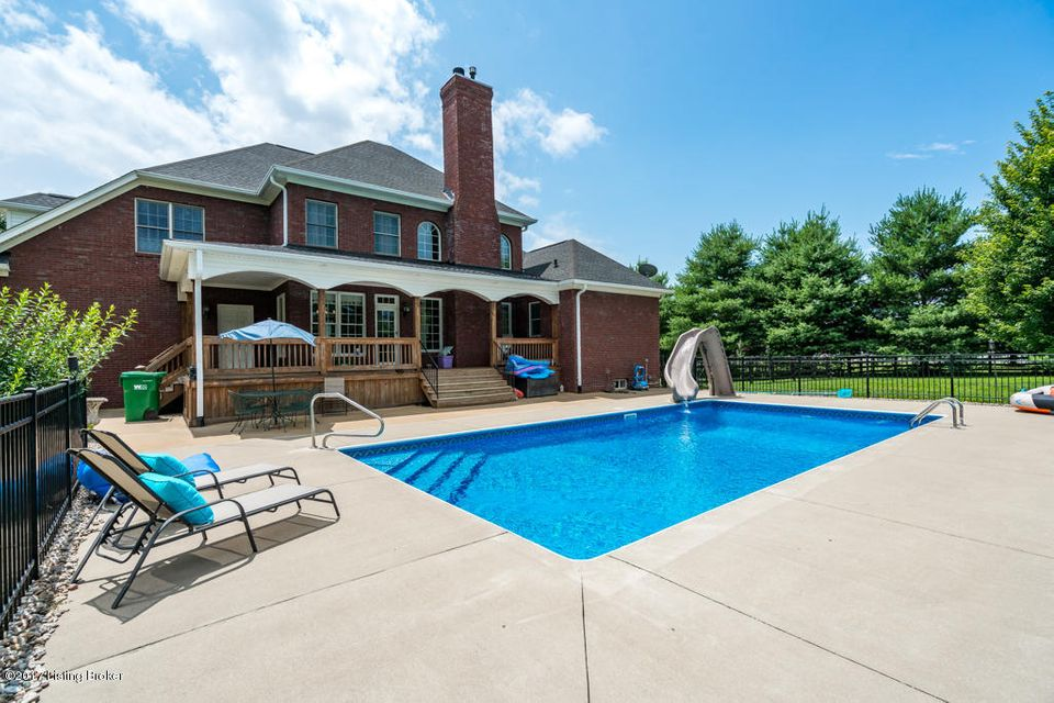 Additional photo for property listing at 5805 Crystal Lake Drive 5805 Crystal Lake Drive Louisville, Kentucky 40299 United States