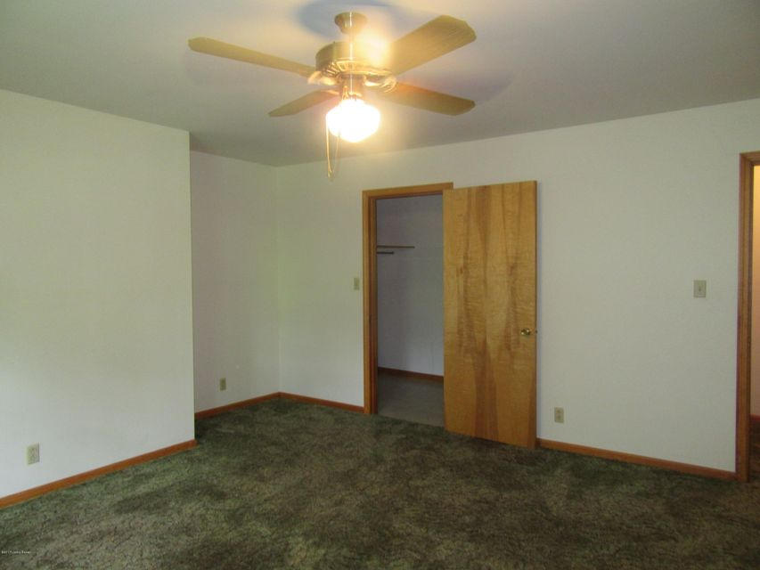 Additional photo for property listing at 2501 Arnoldtown Woods Road  Louisville, Kentucky 40214 United States