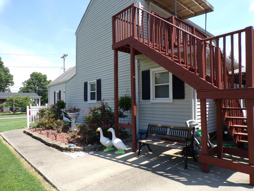 Additional photo for property listing at 1576 Sadie Lane  Louisville, Kentucky 40216 United States