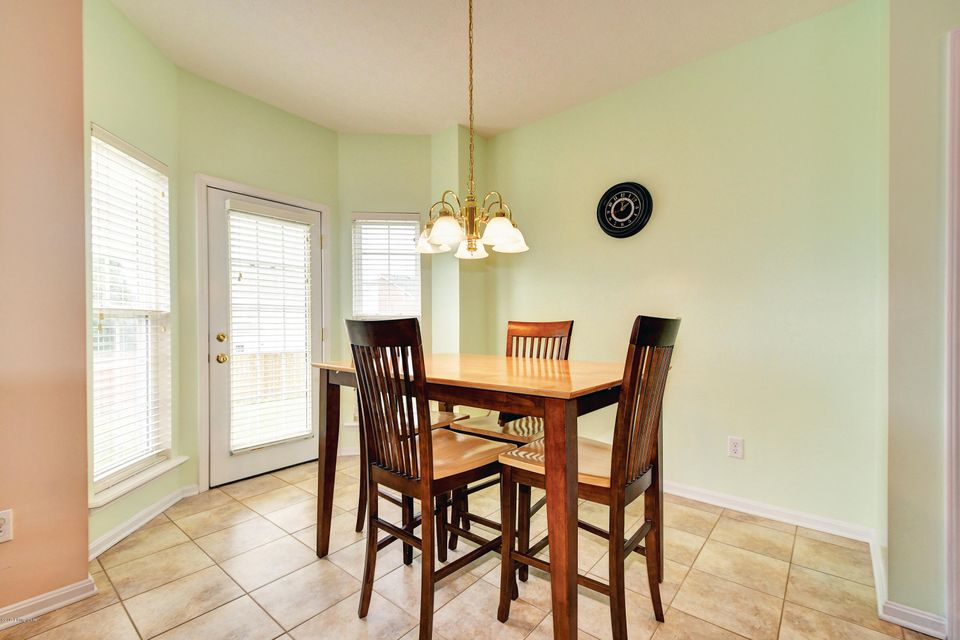 Additional photo for property listing at 7002 Hollow Oaks Drive  Louisville, Kentucky 40291 United States