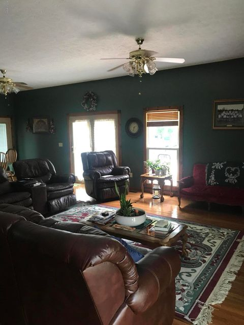 Additional photo for property listing at 612 E Maple Street 612 E Maple Street Caneyville, Kentucky 42721 United States