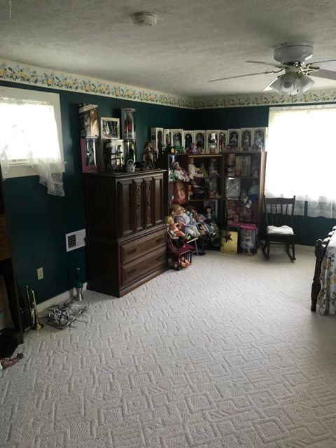 Additional photo for property listing at 612 E Maple Street  Caneyville, Kentucky 42721 United States