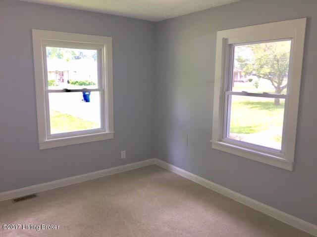 Additional photo for property listing at 10307 La Plaza Avenue 10307 La Plaza Avenue Louisville, Kentucky 40272 United States