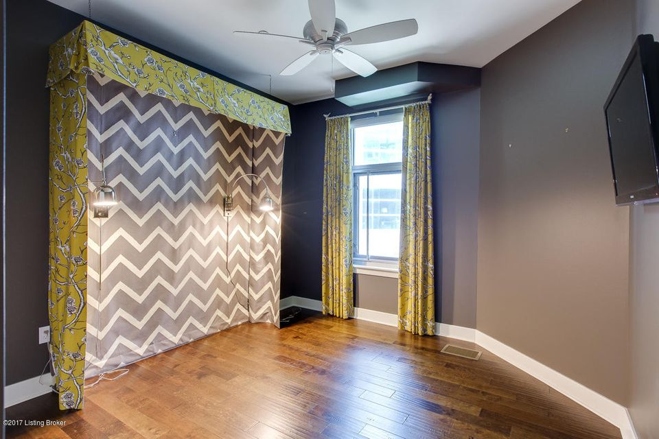 Additional photo for property listing at 324 E Main Street 324 E Main Street Louisville, Kentucky 40202 United States