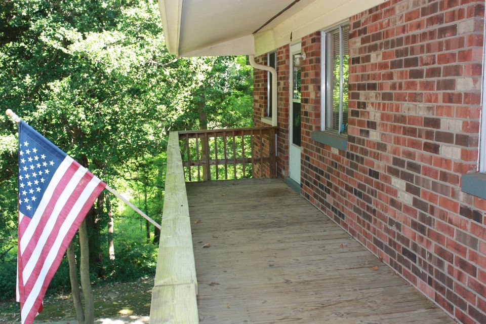 Additional photo for property listing at 1114 Silverton Court  Clarksville, Indiana 47129 United States