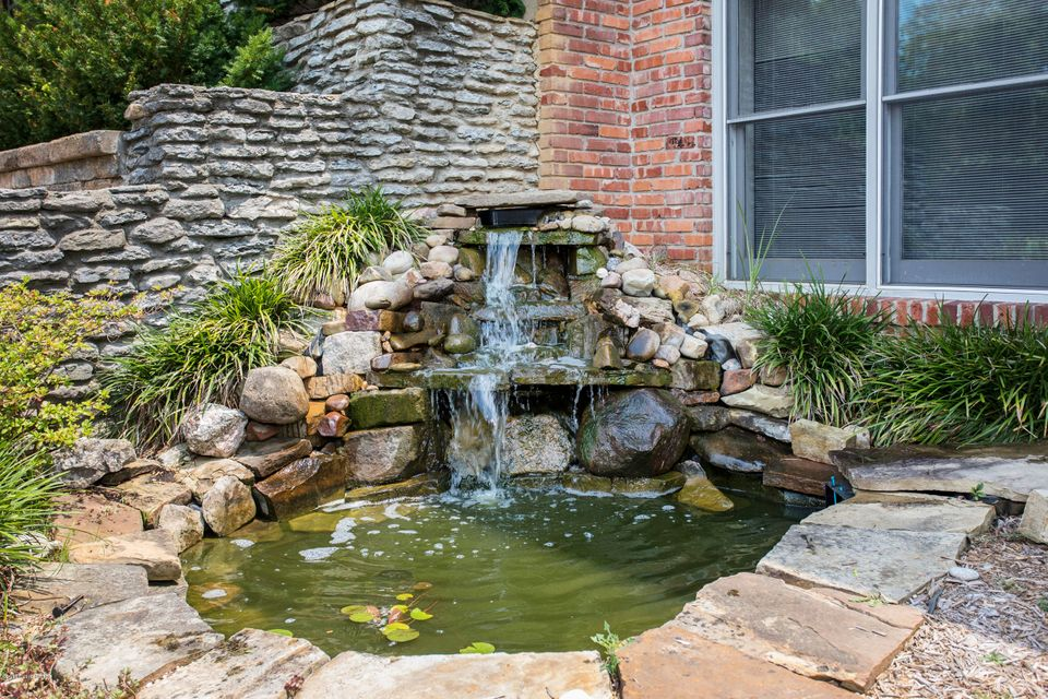 Additional photo for property listing at 5810 Aura 5810 Aura Louisville, Kentucky 40222 United States
