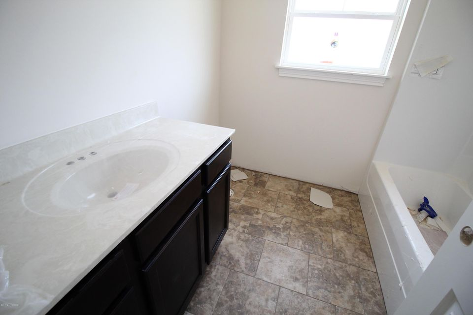Additional photo for property listing at 11309 Binford Court  Louisville, Kentucky 40291 United States