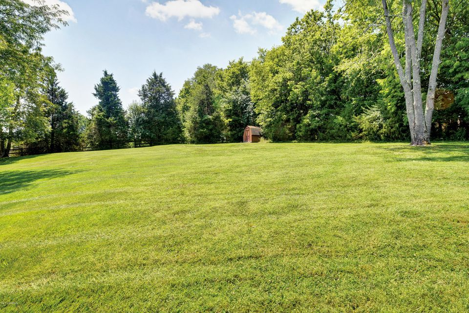 Additional photo for property listing at 5006 Fairview Drive 5006 Fairview Drive Crestwood, Kentucky 40014 United States