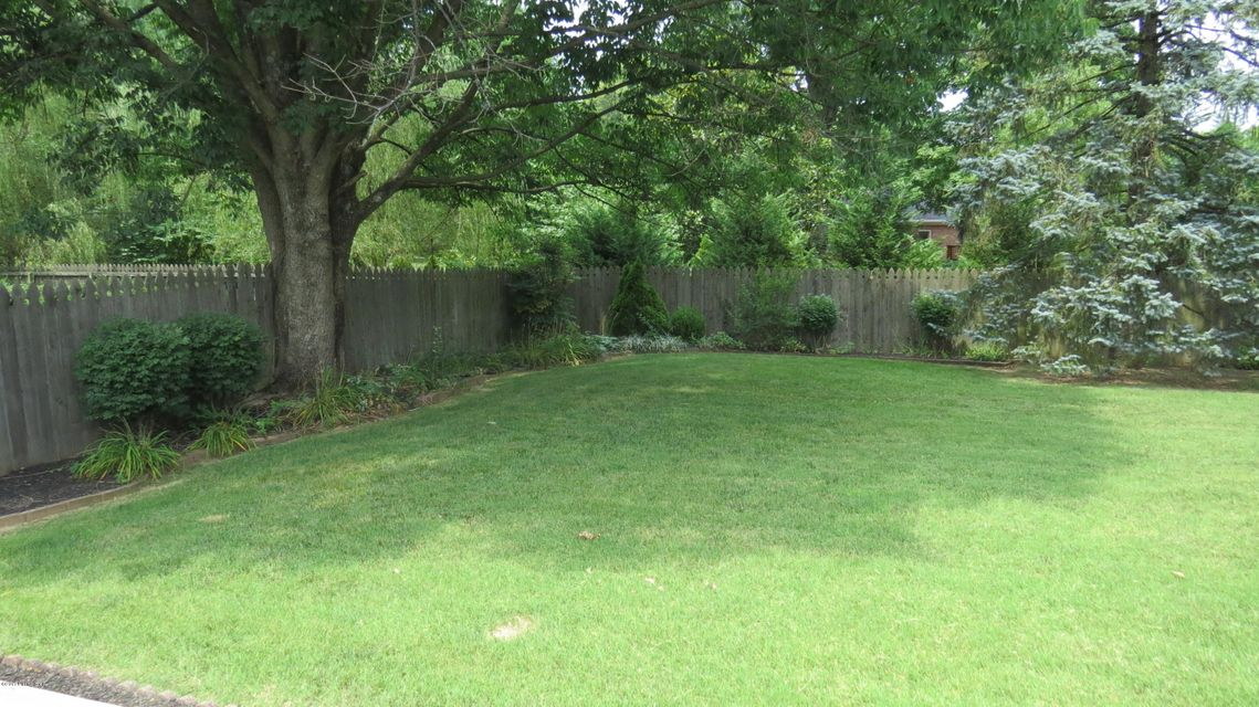 Additional photo for property listing at 9107 Linn Station Road  Louisville, Kentucky 40222 United States