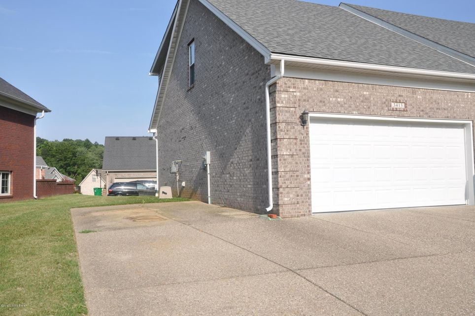 Additional photo for property listing at 3413 Southmeade Circle  Louisville, Kentucky 40214 United States