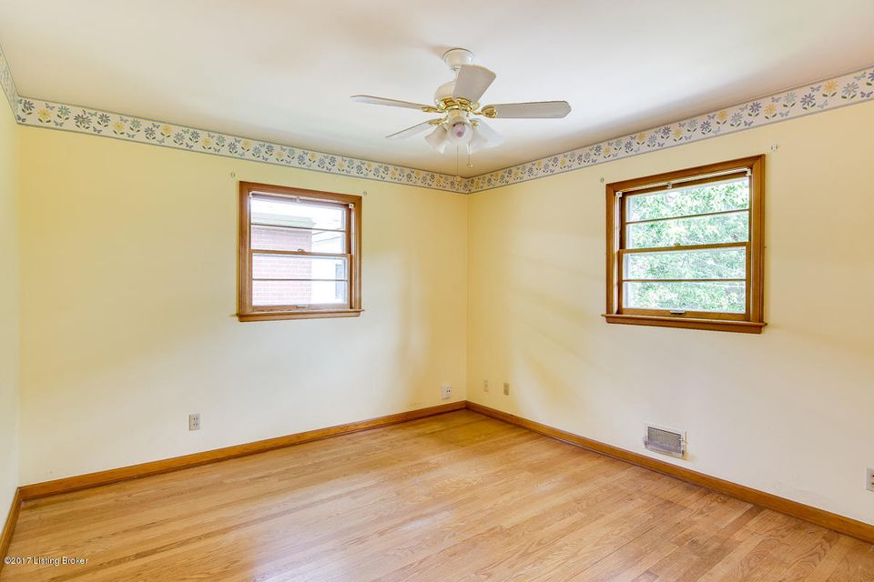 Additional photo for property listing at 1955 Meadowcreek Drive  Louisville, Kentucky 40218 United States