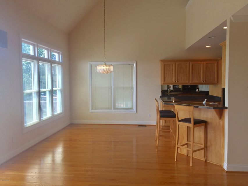 Additional photo for property listing at 10201 Springhurst Gardens Circle  Louisville, Kentucky 40241 United States
