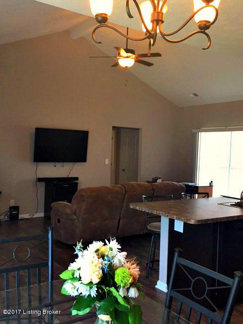 Additional photo for property listing at 6400 Canterview Court  Louisville, Kentucky 40228 United States
