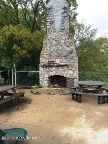 Additional photo for property listing at 903 1/2 W Riverside 903 1/2 W Riverside Louisville, Kentucky 40207 United States