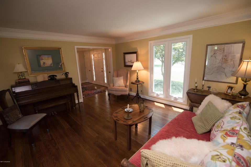 Additional photo for property listing at 913 Colonel Anderson Pkwy 913 Colonel Anderson Pkwy Louisville, Kentucky 40222 United States