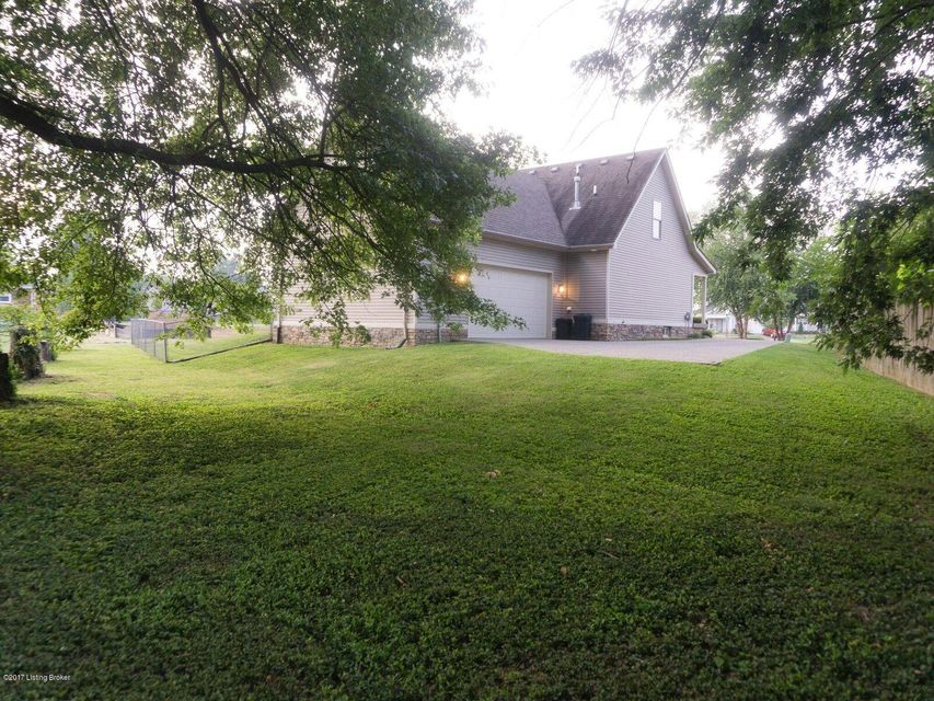 Additional photo for property listing at 5405 Hepatica Court  Louisville, Kentucky 40258 United States