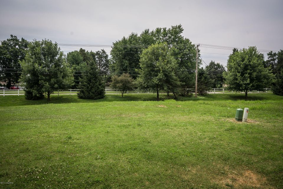 Additional photo for property listing at 6206 Saskatchewan 6206 Saskatchewan Louisville, Kentucky 40219 United States