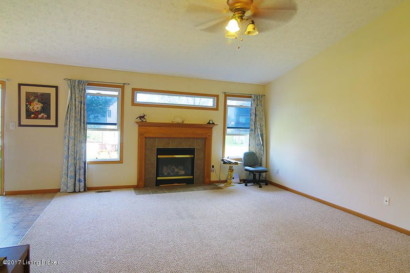 Additional photo for property listing at 11802 Longview Farm Drive  Louisville, Kentucky 40299 United States