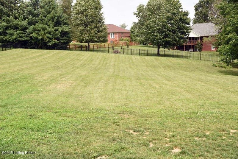 Additional photo for property listing at 5303 High Crest Drive 5303 High Crest Drive Crestwood, Kentucky 40014 United States