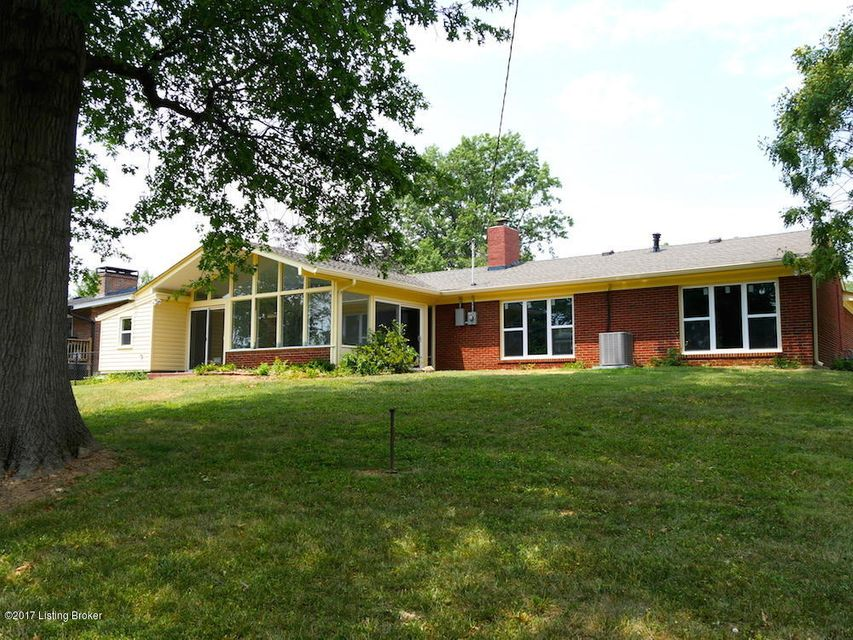 Single Family Home for Sale at 1124 Broadfields Drive Louisville, Kentucky 40207 United States