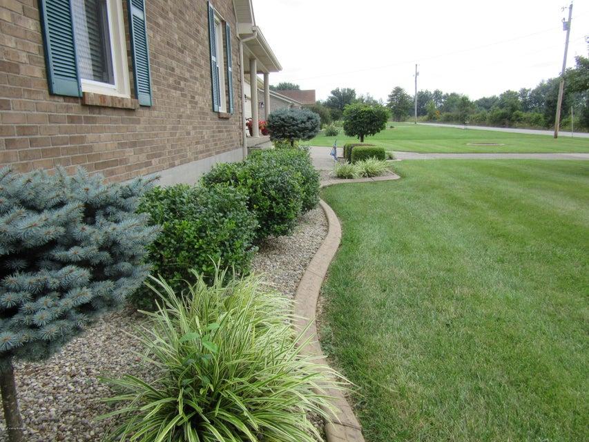 Additional photo for property listing at 1410 Chapeze Lane  Shepherdsville, Kentucky 40165 United States