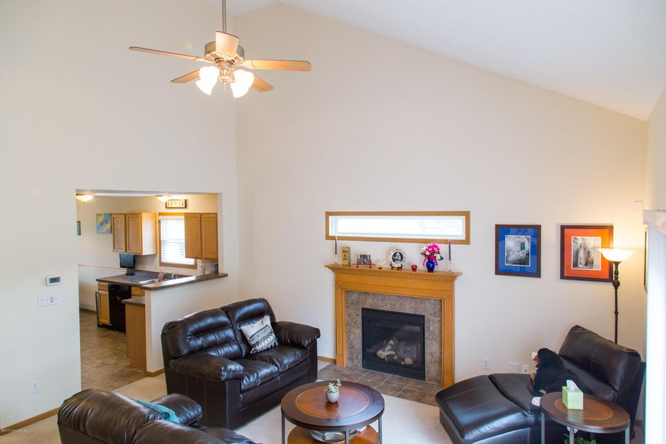 Additional photo for property listing at 10205 Wood Violet Court  Louisville, Kentucky 40228 United States
