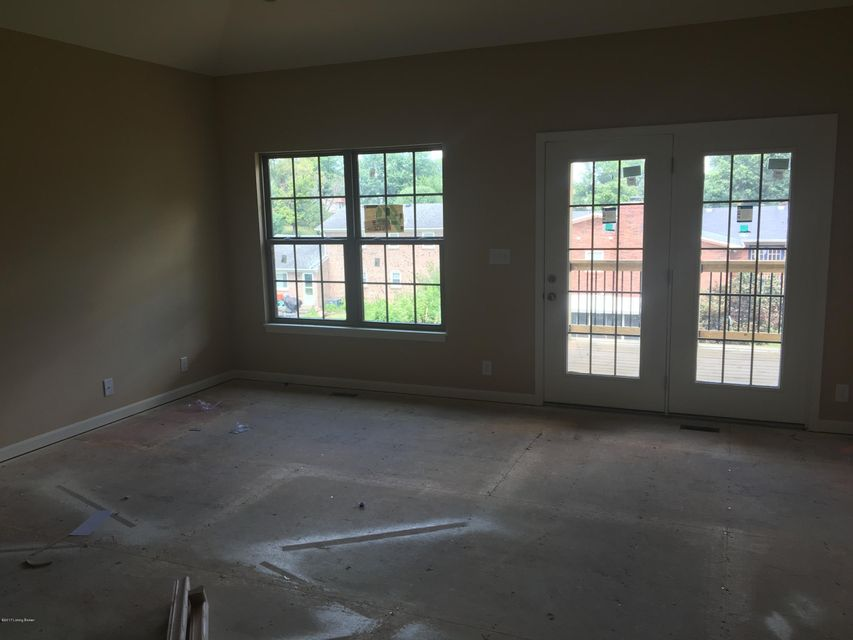 Additional photo for property listing at 6410 Clover Trace Circle  Louisville, Kentucky 40216 United States