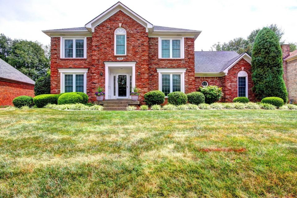 Single Family Home for Sale at 7610 Beech Spring Court Louisville, Kentucky 40241 United States