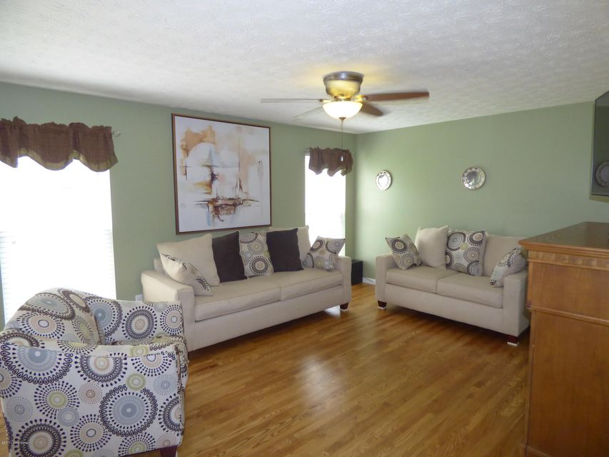Additional photo for property listing at 10506 Venado Drive 10506 Venado Drive Louisville, Kentucky 40291 United States