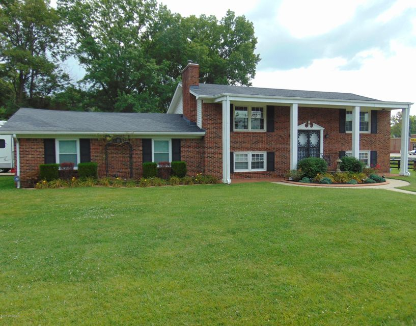 Single Family Home for Sale at 9217 Lakeridge Drive Louisville, Kentucky 40272 United States