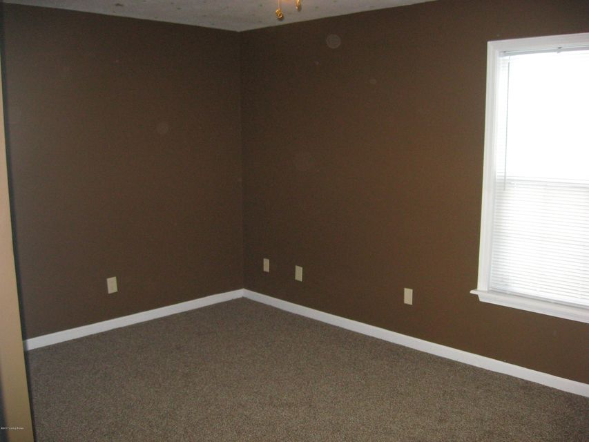 Additional photo for property listing at 2121 Bradley Avenue 2121 Bradley Avenue Louisville, Kentucky 40217 United States