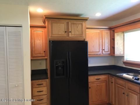 Additional photo for property listing at 7106 Broken Bow Drive  Louisville, Kentucky 40258 United States
