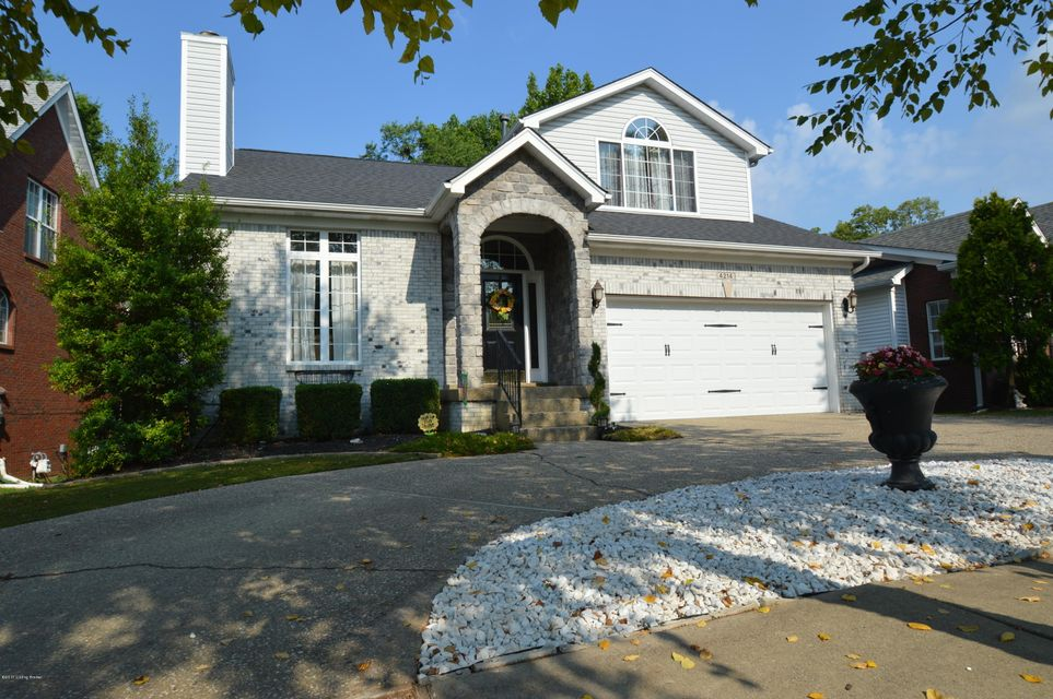Single Family Home for Sale at 4214 Sunny Crossing Drive Louisville, Kentucky 40299 United States