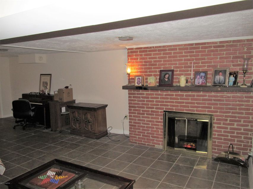 Additional photo for property listing at 3018 Boaires Lane  Louisville, Kentucky 40220 United States
